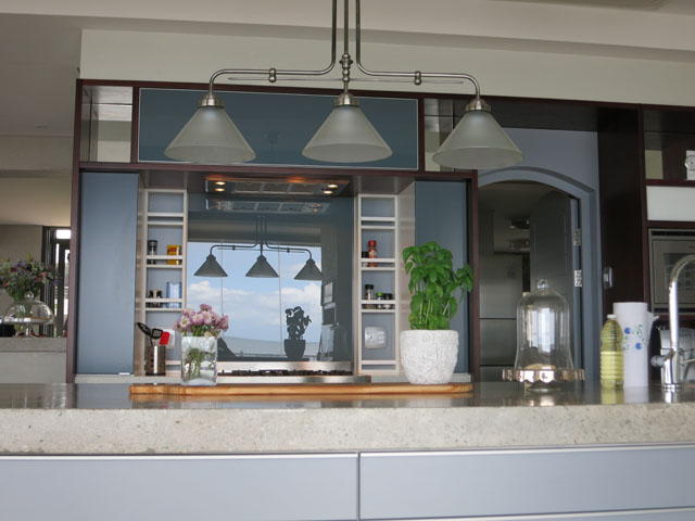 Kitchen glass splashbacks cape town top 5 benefits for Kitchen tops cape town